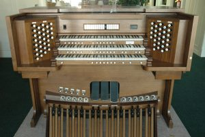 Allen Organ L331DK Demo Model This 3 manual includes deluxe mechanical drawknobs, many pistons and toe studs, 4 complete organ suites that are independently voiceable, 16 memory levels, walnut finish, large audio system, and many extras. This organ has been used only for demonstration purposes and includes a 10 year factory warranty. Contact us for details and special pricing.